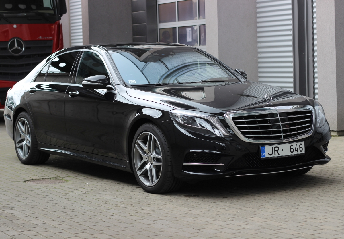 Mercedes benz s class w222 with chauffeur prime car rent for Prime motor cars mercedes benz